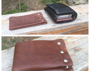Backsaver bifold billfold wallett. Super slim leather wallet.