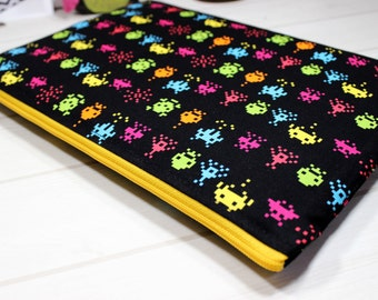 Macbook Pro sleeve, 15 inch laptop case, Dell XPS 15 case, Pro Retina sleeve, Galaga laptop case, unique gift for him, Macbook sleeve 15