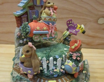 Vintage Easter Bunny Figurine Music Box * Easter Holiday Decor