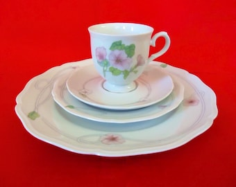 4 Piece Place Setting in TRELLIS by INTERNATIONAL China Vintage RHYTHM China