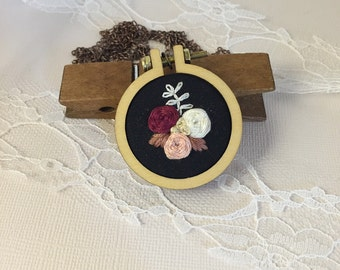 mini Embroidery Hoop Pendant Necklace - Vintage style lace detail with hand stitched rosettes