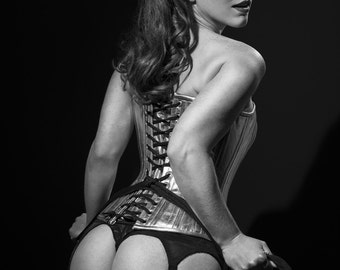 Black and white pinup photo of Millie Michelle