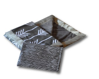 Gift Set - Gray Herringbone Crib Sheet & Gray Arrows Baby Blanket