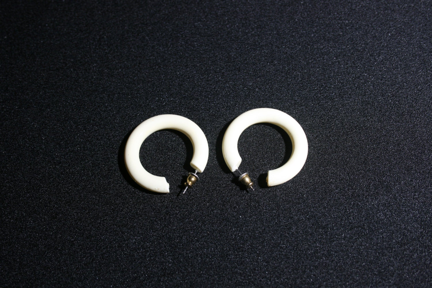 Vintage Pair Of Cream White Plastic Hoop Earrings Costume Jewelry