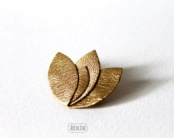 Brooch pin gold leather petals