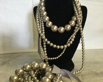 Travel Jewelry: Faux multistrand grey pearl necklace and bracelet set