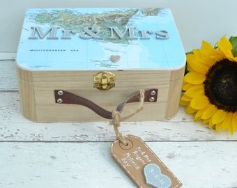 Travel Gift Mr & Mrs Wedding Memory Box Gift Travel Map Personalised Design Custom Suitcase Style Wooden Memory Box Travel Gift