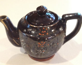 Tea for Two. Mid-century (c.1950s) Japanese Moriage brown betty teapot.  Red embossed floral details. MINT!