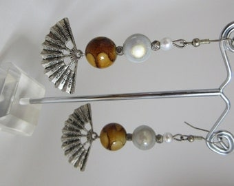 Earrings with holographic pearl and fan, Handmade from Italy (low-cost collection cod.05)