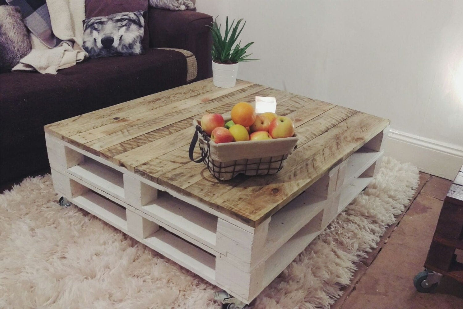Lemmik xl pallet coffee table in farmhouse style reclaimed for Palette table de jardin