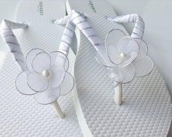 Bridal Flip Flops, White Flower Flip Flops, White and Silver Bridal Sandals, Beach Wedding Sandals, Wedding Flip Flops Bridal Sandals