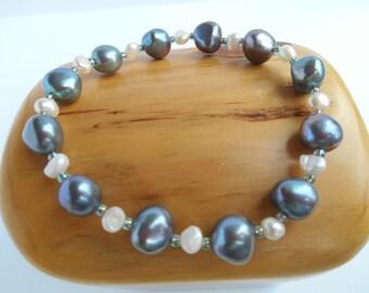 Freshwater baroque pearl stretch bracelet
