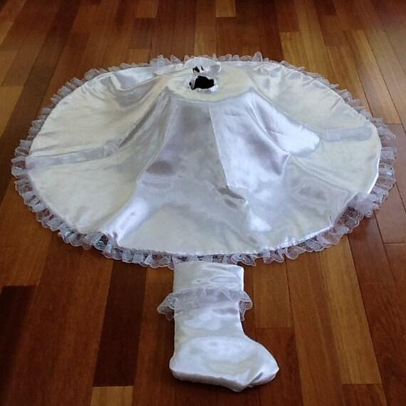Simply elegant white satin tree skirt