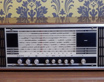 Vintage, Retro  Radio. Good condition, boho. Great to display.Film Prop