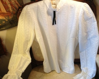 Edwardian style 60's vintage lace blouse. 42 bust. Good and pretty