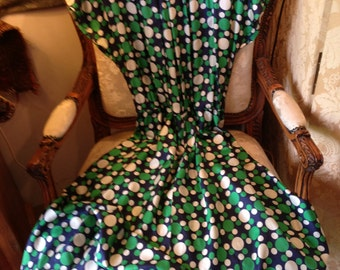 Spotted silky rayon 60's flared dress. Shapely. 42x36x47 lgth