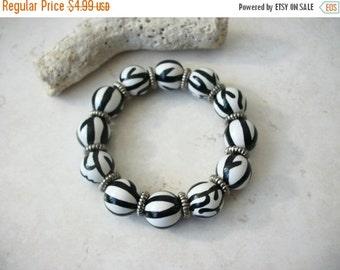 ON SALE Retro Black White Silver Plastic Beads Bracelet 91416