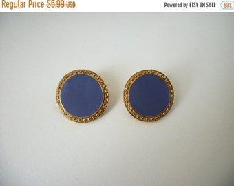 ON SALE Vintage Shades Of Gold Periwinckle Lavender Earrings 1032