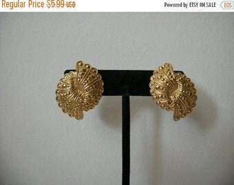ON SALE 1970s Vintage Gold Fan Textured Earrings Clip On 649