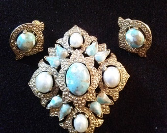 Vintage Sarah Coventry Speckeled Turquoise And Pearl Pin and Clip Earring Set