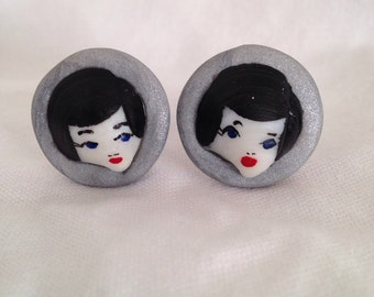 Vintage painted shell doll face cuff links (brunette)