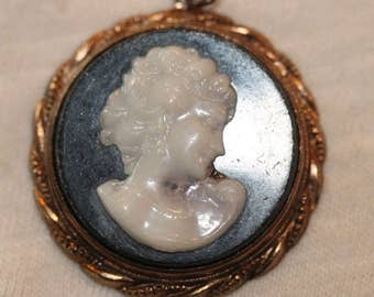 Old vintage Victorian lady cameo pin brooch