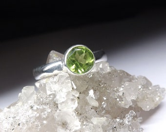 Natural Peridot Silver Ring s7