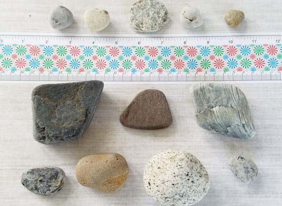 Colored beach rocks beach smooth stones beach pebbles for Colored stones for crafts