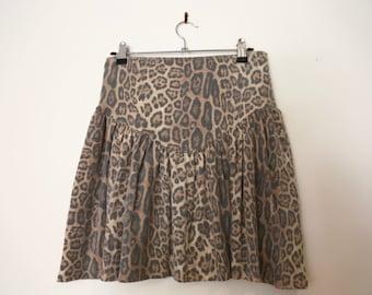 Vintage 1990s Brown Faded Animal Cheetah Leopard Print Skater Flippy Mini Skirt