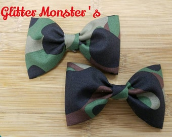 Boys Bow Tie in Hunters Camo Cotton, Ring Bearer Bow Tie, Groomsmen Bow Tie, Hunting Themed Wedding, Hunting Themed Party, Clip On Bow Tie