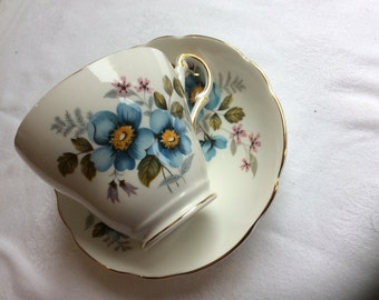 Regency 12 Piece Blue and White Floral Pattern Vintage Teaset China Cup Saucer Plate