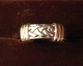 Beautiful sterling silver and 14kt gold ring size 6 1/4