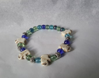 Beautiful glass bead and elephant charm STRETCH bracelet.