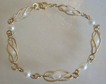 12K Gold Filled Stamped and Pearls, Linked Bracelet.