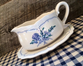 1970's Federalist Ironstone Floral Bouquet Gravy Boat and Underplate by Sears, vintage, cottage decor, cottage chic, Sears Vintage Dishes