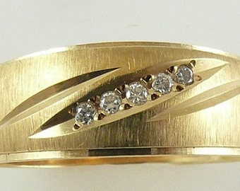 Diamond 0.10ct Ring 14k Yellow Gold  6.3 grams
