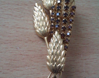 gold coloured corn brooch