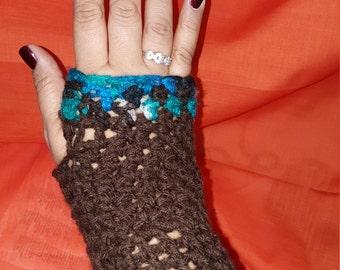 Crochet fingerless gloves with ruffles