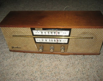 Lafayette tabletop AM-FM radio from the 1960s Model AO2-986