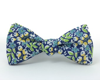 Lemon Blossoms Freestyle Bow Tie / adjustable 15 - 19 inches