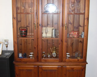 Beautiful pine display cabinet / unit with lights COLLECTION ONLY