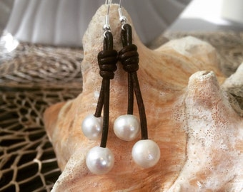 Pearl on leather earrings,leather pearl earrings,pearl leather earrings,pearl eartings,leather earrings with pearls,pearl earring