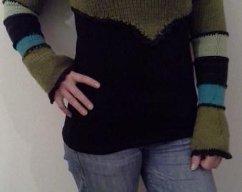 Asymmetric short sweater