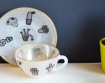 Cup and saucer with gold edge: Cactus