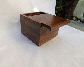 Walnut keepsake box / wooden box