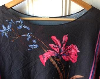 Plus size vintage floral caftan-like hawaiian style blouse