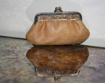 coin purse in tan leather / purse camel leather