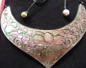 adornment in engraved mother of Pearl