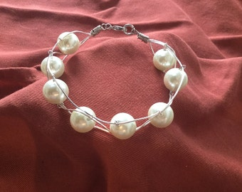 Pearl and wire bracelet