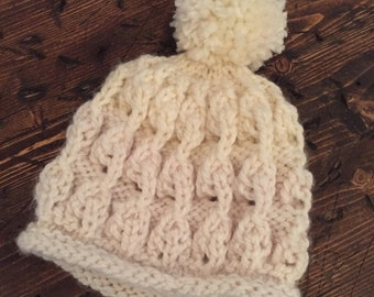 The Leslie. Woman warm hat hand knitted patterned